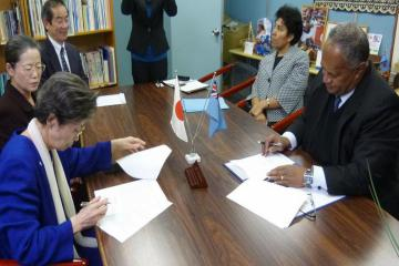 President Nakano (right) and Ambassador Isikeli Mataitoga during the MOU signing.